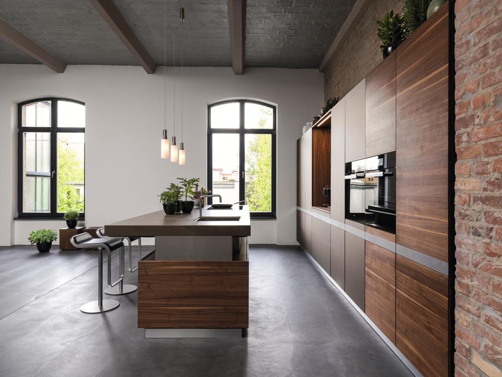 TEAM 7 K7 keuken in notelaar en glas