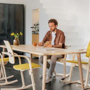 Interior Gent, grote showroom met selectie stoelen