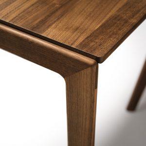 Tak-tafel met houten poot - Team7