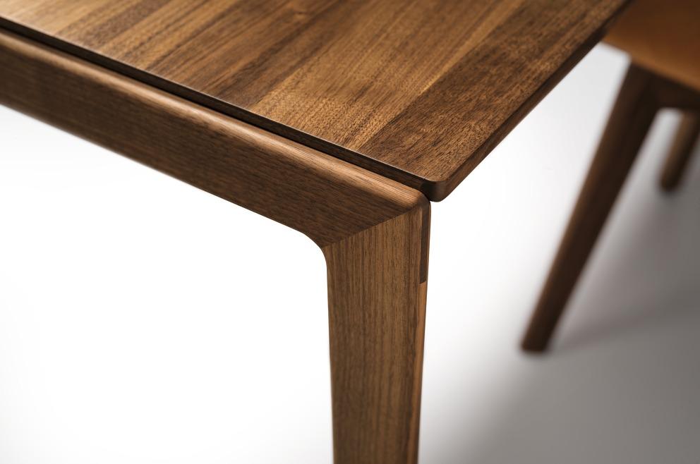Tak-tafel met houten poot - TEAM 7