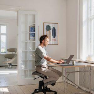 Interior Gent, grote showroom met ergonomische bureaustoelen