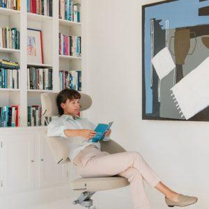Interior Gent, grote showroom met relax zetels