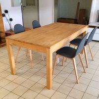 Eenvoudige tafel in beuk.