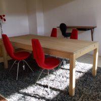 Eenvoudige tafel in eik.