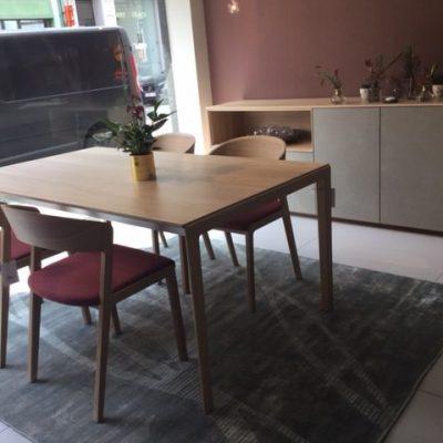 Tak tafel met houten poot en stoel Mylon