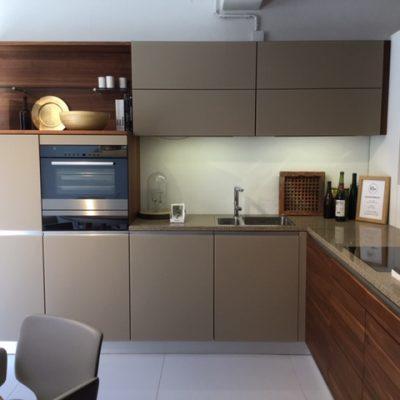 Keuken in notelaar