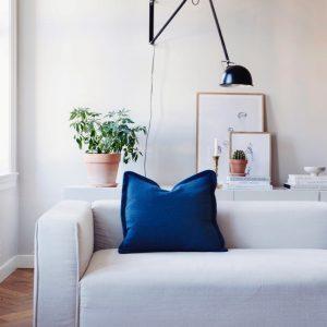 Interior Gent, grote showroom met natuurlijke meubelen en plaids. Kom kijken!