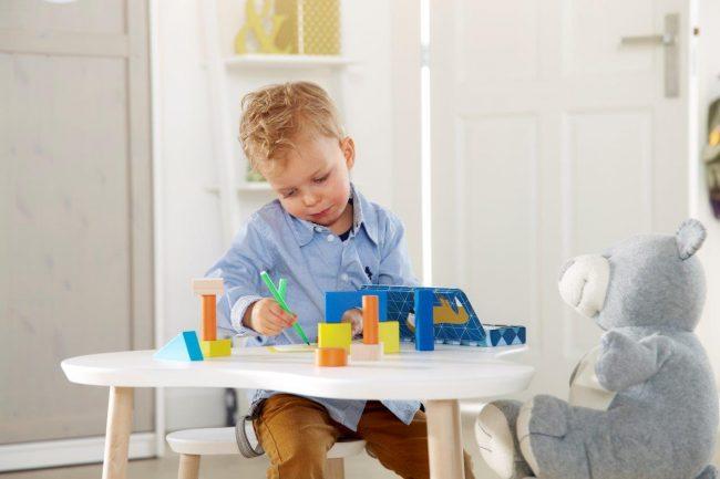 Speeltafeltje met 2 stoeltjes